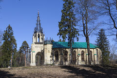 Peter et Paul Church dans Pargolovo Parc de Shuvalov St Petersburg photo stock