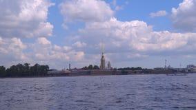 Peter et Paul Fortress - une forteresse à St Petersburg banque de vidéos