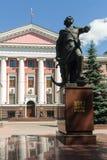 Peter Great-monument en personeel van Baltische vloot stock afbeeldingen