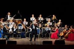 Peter Guth y orquesta Viena del festival de Strauss imagenes de archivo