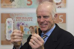 Peter Hillary holding the new $5 note featuring Sir Edmund Hillary Stock Photography