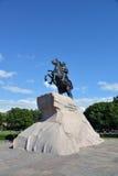 Peter I il grande monumento contro cielo blu Fotografia Stock