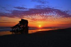 Peter Iredale Shipwreck bei Sonnenuntergang Stockfotos