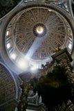 Peter kopuły Rzymu jest st słońce obraz stock