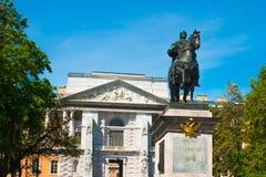 Peter le grand monument près du château de Mikhailovsky, St Petersburg, Russie Image stock
