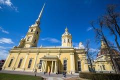 Peter och Paul Cathedral, för århundradeRomanov för th 18 plats för jordfästning dynasti - St Petersburg, Ryssland arkivfoto