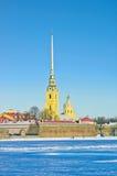 Peter och Paul Cathedral i vinter Arkivbild