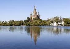 Peter och Paul domkyrka peterhof Ryssland Arkivbild