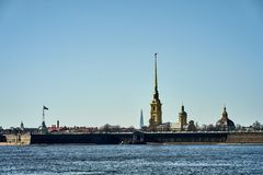 Peter och Paul f?stning i soluppg?ng, St Petersburg royaltyfri bild