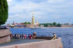 Peter och Paul Fortress, Neva flod Arkivbild