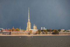 Peter och Paul Fortress, St Petersburg, storm Arkivfoto