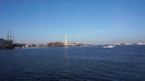 Peter And Paul Fortress y panorama de Neva River en el centro hist?rico de St Petersburg, Rusia almacen de metraje de vídeo