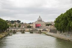 peter rome s för springbrunn för stad för bakgrundsbasilicabernini fyrkantig st vatican Royaltyfria Foton