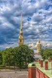 Peter und Paul Fortress und Himmel mit Wolken Lizenzfreies Stockfoto