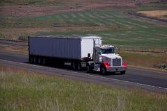 Peterbilt blanco/Semi-camión cargado fotos de archivo