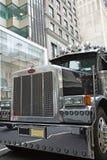 Peterbilt lastbil i Manhattan NYC, USA Royaltyfria Foton