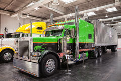 Peterbilt Showlastbil Royaltyfria Bilder