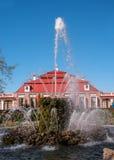 Petergof, Россия - 5-ое июня 2017: Китайский сад в комплексе ванны Более низкий парк дворца Peterhof святой Стоковая Фотография RF