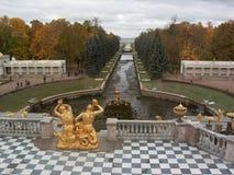Petergof. Großartige Kaskade-und Wasser-Allee Stockbilder