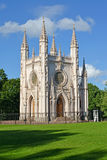 peterhof俄国 哥特式教堂圣徒亚历山大・涅夫斯基的教会在公园亚历山大 库存图片