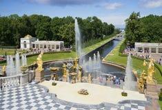 Peterhof宫殿复合体大小瀑布  圣彼德堡 库存图片