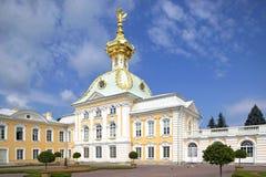 Peterhof宫殿,圣彼得堡,俄罗斯 免版税库存照片