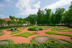 Peterhof草坪 免版税库存照片