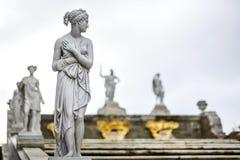 Peterhof,俄罗斯, 2016年10月5日:雕塑在Peterhof公园  库存图片