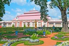 peterhof 俄国 Monplaisir庭院 库存照片