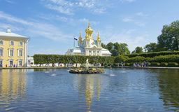 Peterhof, fountain and orthodox church Stock Photography
