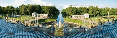 peterhof kaskadowy uroczysty widok Zdjęcia Royalty Free