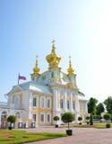 Peterhof-Palast Peterhof (Peters Gericht/Garten) ist eine Reihe Paläste und Gärten, ausgebreitet auf den Aufträgen von Peter der  Stockbilder