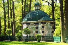 Peterhof (Peter Hof/Tuin) is een reeks paleizen en tuinen, op de orden van Peter Groot wordt opgemaakt, en soms genoemd Russisch  Royalty-vrije Stock Afbeelding