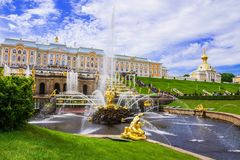 Peterhof, Rússia (patrimônio mundial do UNESCO) imagem de stock royalty free
