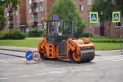 Peterhof, Rússia A pista de patinagem da estrada trabalha em Imagem de Stock