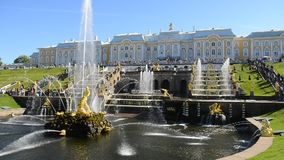 Peterhof, Rosja, królewiątko pałac i fontanny uroczysta kaskada, otoczenia St Petersburg zdjęcie wideo