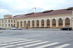 Peterhof, Rusia Vista del cuadrado de la estación y del ferrocarril de la estación nuevo Peterhof Foto de archivo