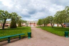 Peterhof, Russie - 3 juin 2017 Jardin de Vénus et de mur de la terre dans la réservation de musée Images libres de droits
