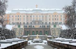 Peterhof Russie La cascade grande et le palais grand Image libre de droits