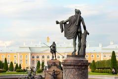 Peterhof Russie Le jardin supérieur Statue d'Apollo Belvedere Images stock
