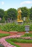 Peterhof, Russland Der Bell-Brunnen im Monplezirsky-Garten Lizenzfreie Stockfotos