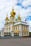 Peterhof Ryssland - Juni 03 2017 Slottkyrka av St Peter och Paul Arkivbild