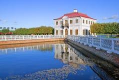 peterhof Ryssland marly russia för slottpeterhofpetersburg petrodvorets st Arkivbild