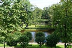 Peterhof ` s湖 免版税图库摄影