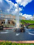 Peterhof springbrunnar Royaltyfri Bild