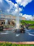 Peterhof springbrunnar Fotografering för Bildbyråer