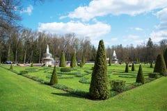 PETERHOF, ST PETERSBURG, RUSSIE - 9 MAI 2015 : Fontaines en parc supérieur dans Peterhof, St Petersburg, Russie le 9 mai 2015 Photo stock