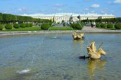 Peterhof, viste di grande palazzo Immagini Stock