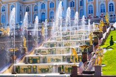 Peterhofpaleis (Petrodvorets) in Heilige Petersburg, Rusland Royalty-vrije Stock Foto