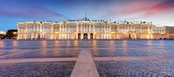 Взгляд Санкт-Петербурга Панорама квадрата Зимнего дворца, обители - России стоковое фото